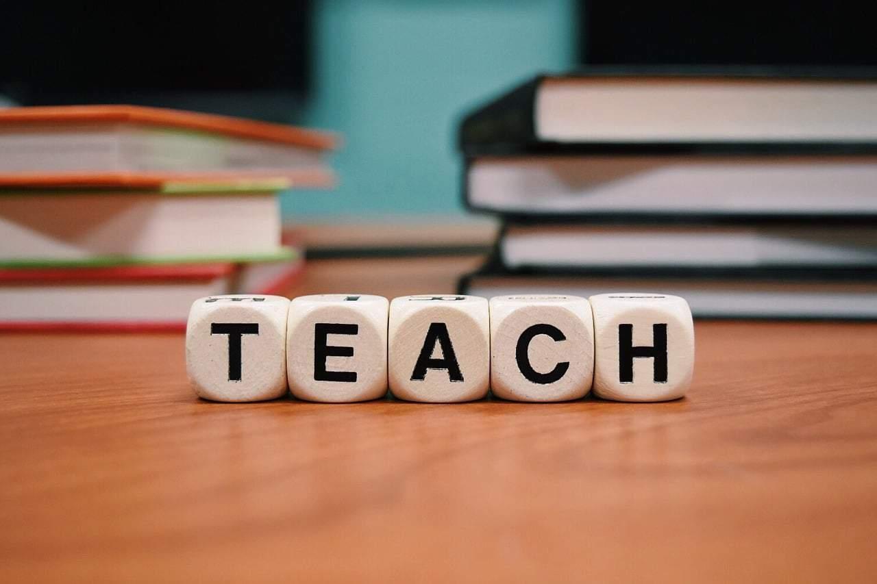 العمل في تدريس اللغة على الإنترنت